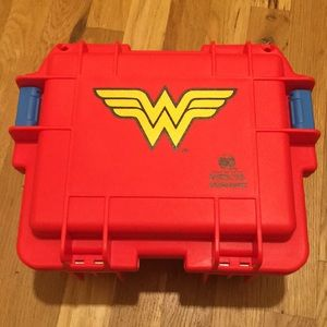 D.C wonder women limited edition 3slot case new